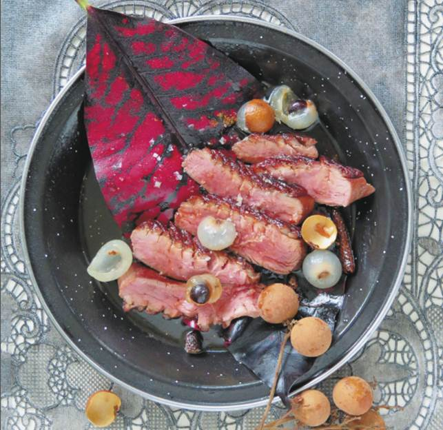 Seared duck with rum, litchis and Javanese pepper