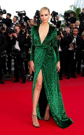 Description: Gucci green velvet dress with high split of Natasha Poly was too aristocratic and prominent on the red carpet