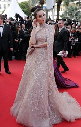 Description: Fan Bingbing looked like a princess on the red carpet with Ellie Saab's pastel lace dress