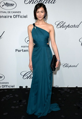 Description: Liu Wen super model in elegant one shoulder blue dress