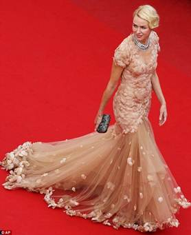 Description: Naomi Watts brought a dreamily romantic beauty in another Marchesa's mermaid dress