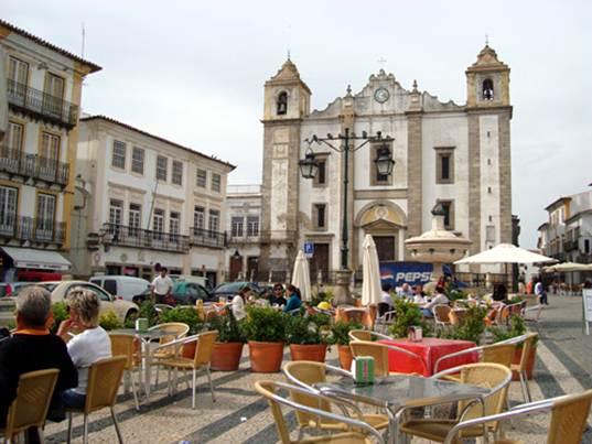 Description: the Praca do Giraldo, epicentre of Evora's civic life