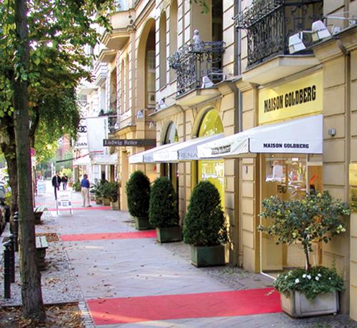 Berlin around town charlottenburg spandau part 1 for Eiffel restaurant berlin