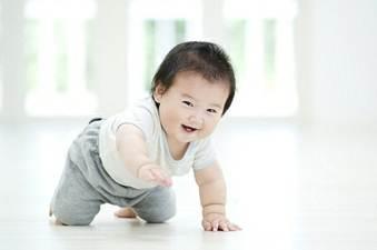 Description: Babies soon have joyful, sad feelings, and show love to their parents.