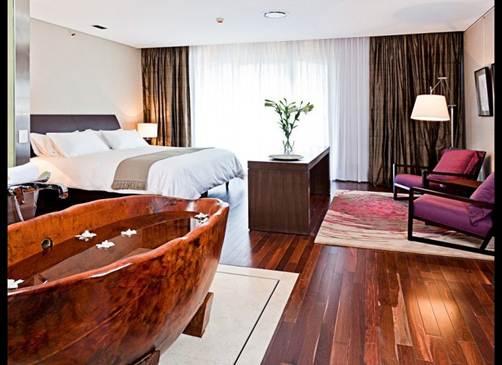 Description: Winegrower César Catena's 30-room