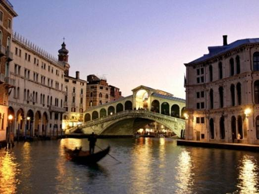 Description: The Rialto Bridge