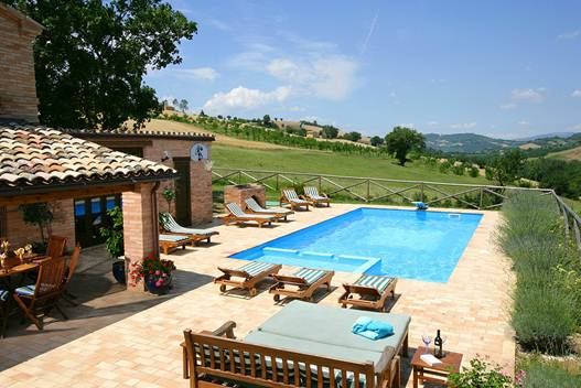 Description: Soak up the Italian sunshine at the Villa Orizzonti