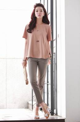 Description: Office-characterized pants become cooler with soil-colored pink font.