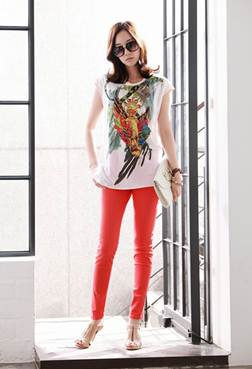 Description: Baggy flowered T-shirt and colored pants are perfect mix.