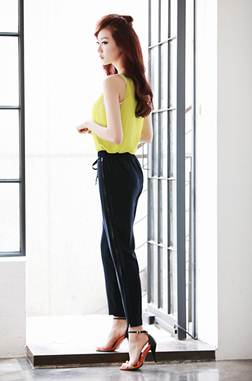 Description: The drawstring backed pants with the change in materials brings the polite style for girls.