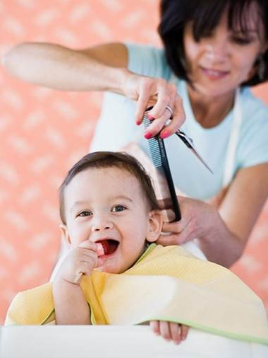 Mothers need to calculate if they want to shave their children's head because hair will protect children's head.