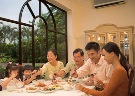 In dinner, the whole family will talk and spend this qualified time for family.