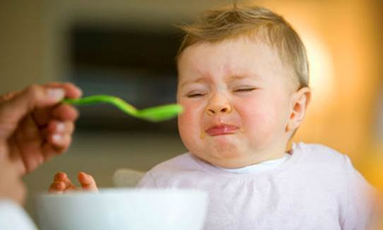 The habit of forcing babies to eat all food and eat a lot of foods can have counterproductive effect.