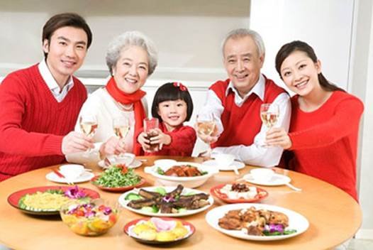 Parents should be an example to children about eating and drinking, create happy air in meals.