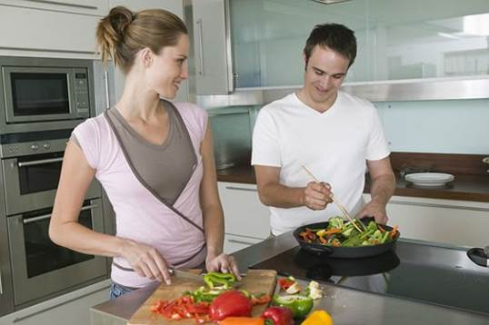 It's necessary for people to have sensible diet in order to prevent diseases in summer.