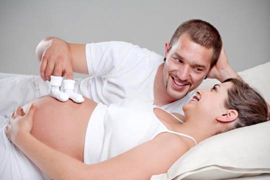 The caress of parents will help fetuses feel warm and happy in the womb.