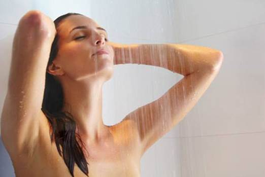 Showering is very good for pregnant women as it can guarantee hygiene and massage the body, which helps you feel relaxed.