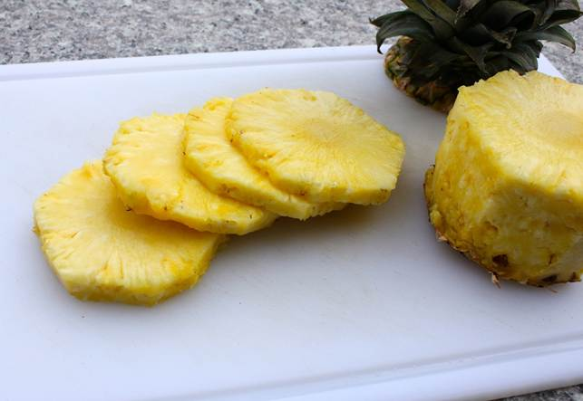 Pineapple, peeled, cut into thin rounds