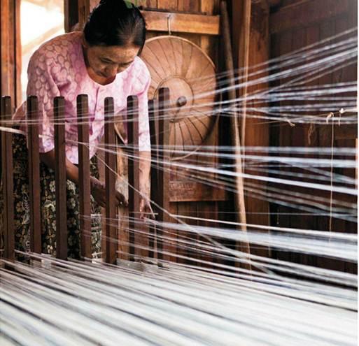 Description: Lotus-fibre and silk weaving at In Paw Khon village
