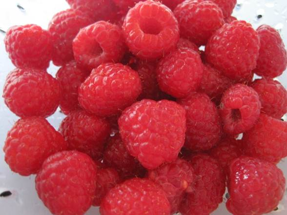 Description: Decorate top of cake with raspberries and serve with any remaining raspberries
