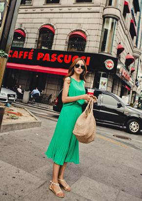 Description: Wearing flat sole sandals with midi dress for walking around will bring you an interesting day.