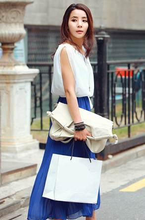 Description: It is really attractive when mixing two cool colors as blue and white for walking around the streets.
