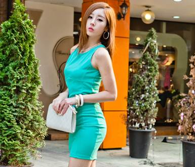 Description: Tight blue dress is tip for showing slim waist.