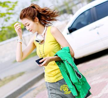 Description: Girls who love youth will choose colorful clothes.