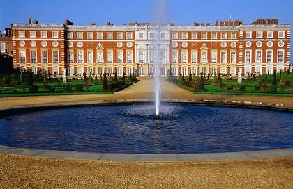 Description: Hampton Court Palace