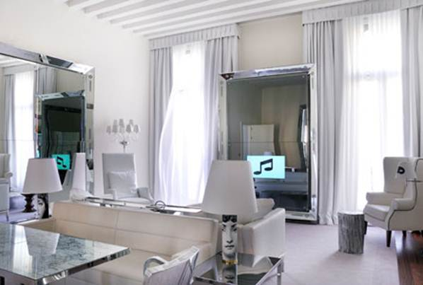Description: The Grand Canal Suite at Palazzina G