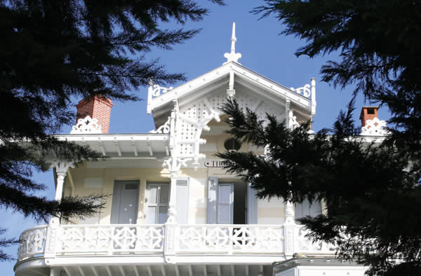 Description: A villa in Arcachon's ville d'hiver;