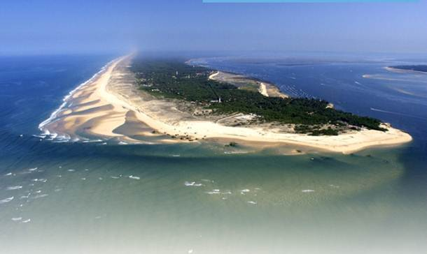 Description: Cap Ferret is a long lick of land, like a lolling tongue, located on the coast about an hour's drive due west of Bordeaux