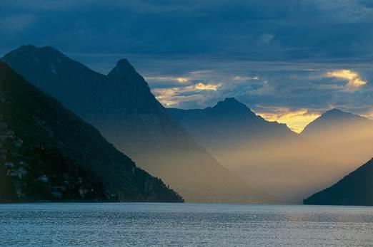 Description: Morning mood over Lake Lugano