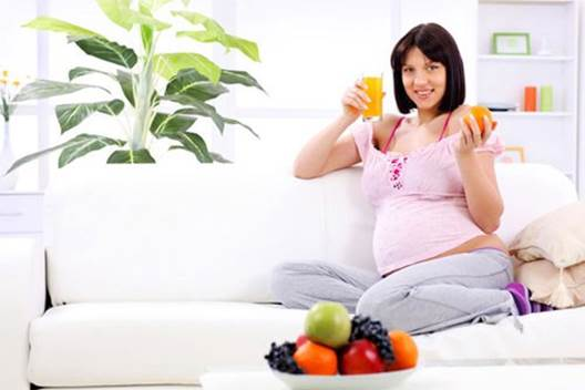 To prevent hemorrhoids, pregnant women should drink a lot of water and eat fruits, vegetables.