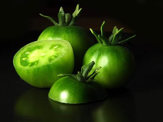 The scientific world warned that eating green tomato is very dangerous.