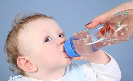 If children catch diarrhea, you should let children drink a lot of water and drink Oresol solution for children.