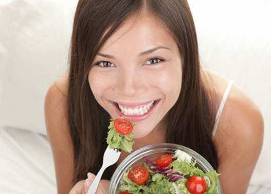 Chewing food carefully can prevent tooth decay and periodontal disease.