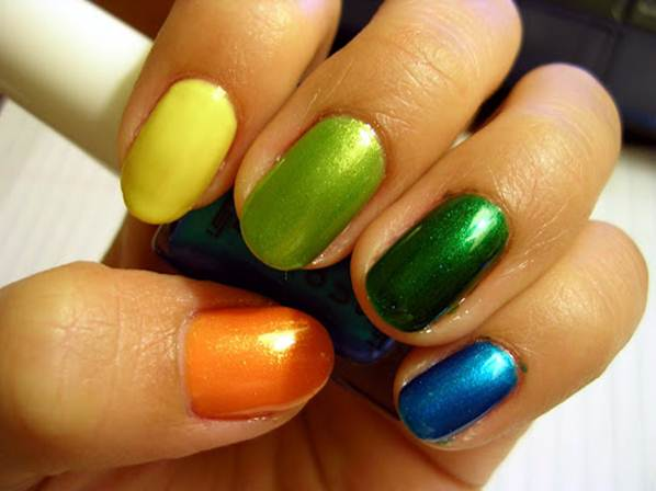 "Description: ""What hot shade should I paint my nails?"""