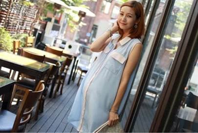 Description: Long shirt is simple but airy and comfortable for pregnant women.
