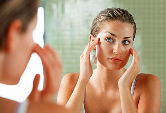 Description: Oily skin is down to overactive sebaceous glands secreting too much sebum (natural oil). And, naturally, it's our busy lifestyles that shoulder much of the blame