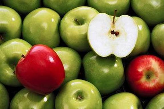 Apple contains a lot of oxidants that can reduce the amount of cholesterol.
