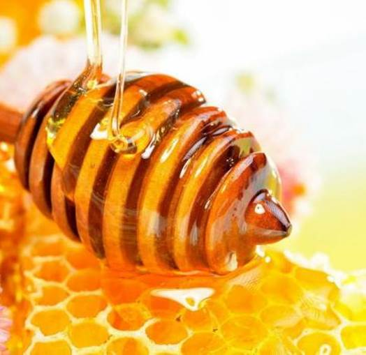 Honey can improve metabolism, intensify the immune system for body, improve the function of creating blood and restoring cells.