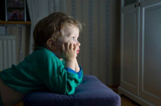 Watching a cartoon or favorite program can make children stay up late.