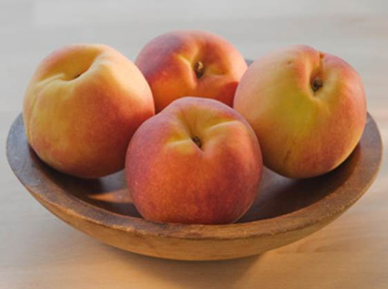 To stomachache patients, eating peach can be dangerous.