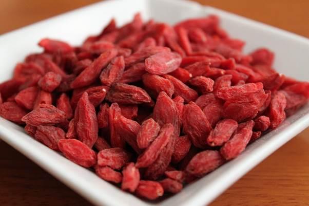 Description: Kilo for kilo, goji berries contain 500 times more vitamin C than oranges, more beta-carotene than carrots and more iron than steak.