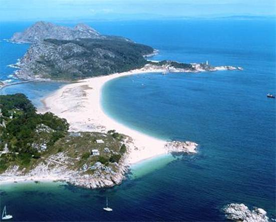 Description: Not many cities can say they have some of the world's most idyllic islands just offshore, but in Vigo you can simply hop on a boat to get to this stunning archipelago in the Atlantic Ocean.