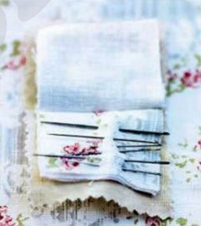 Description: A fabric book will keep your sewing needles safe