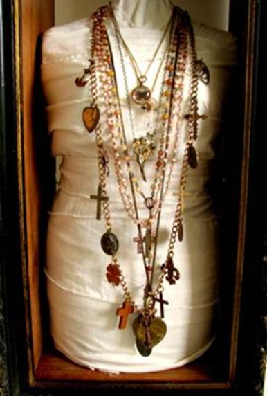 Description: Display your jewels with a vintage mannequin