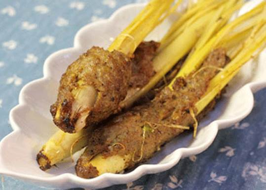 Citronella not only is the material to increase taste of dishes but also has effect in curing disease.