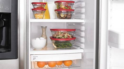 After meals, if there're too many leftovers, you need to get them frozen as soon as possible by storing them in freezers.